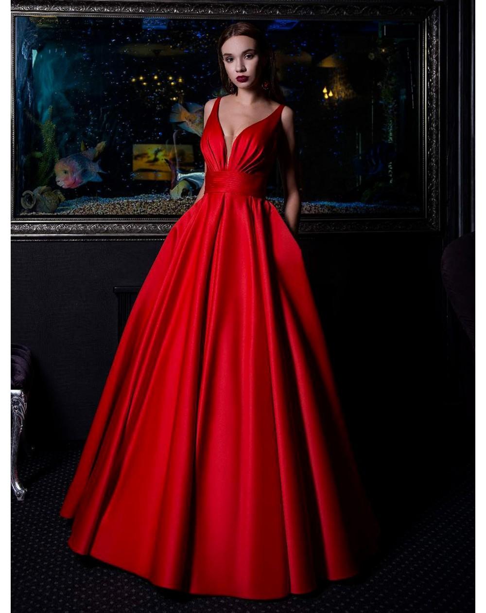 6d61f997c823 Luxusní plesové šaty